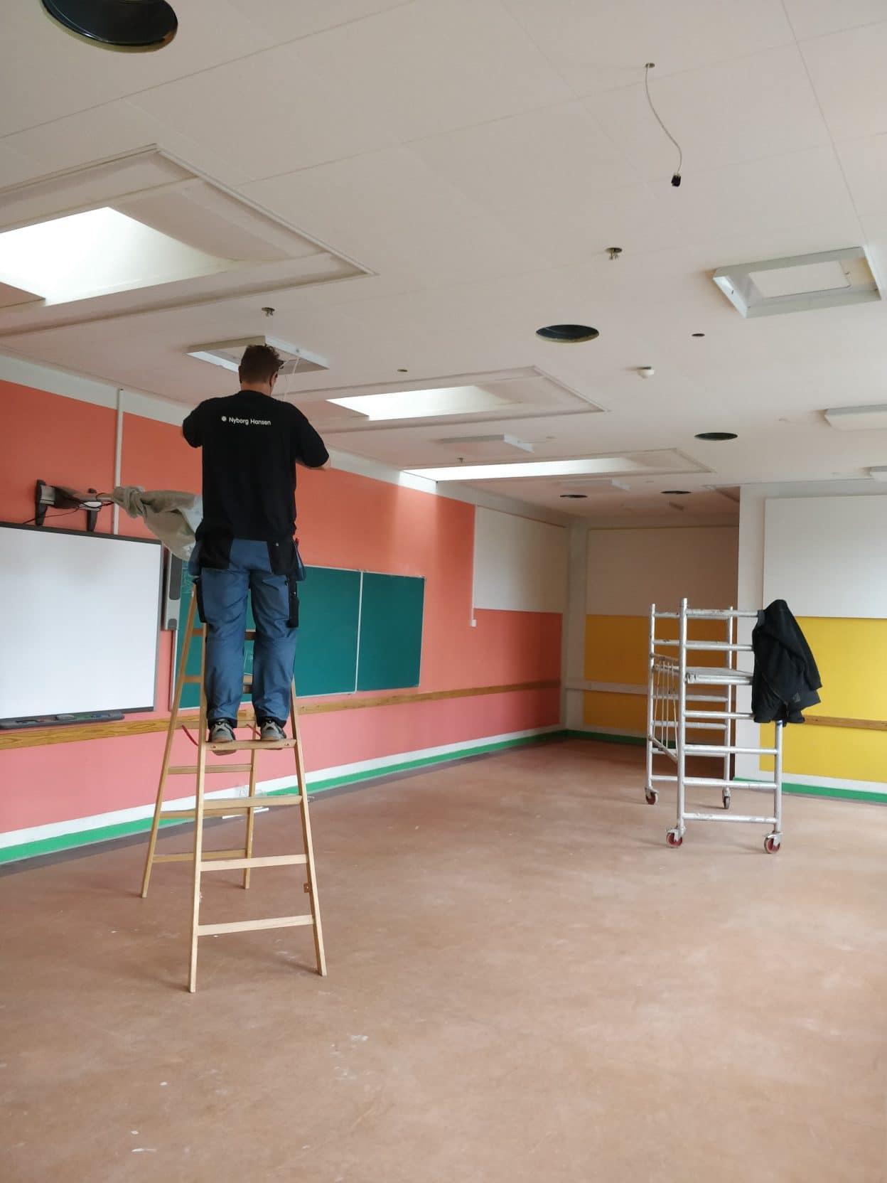 Nye lofter i klasseværelser på Paradisbakkeskolen